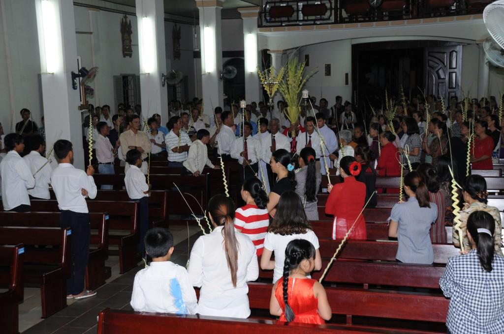 Giáo xứ Đất Đỏ cử hành Lễ Lá khai mạc Tuần Thánh 2017
