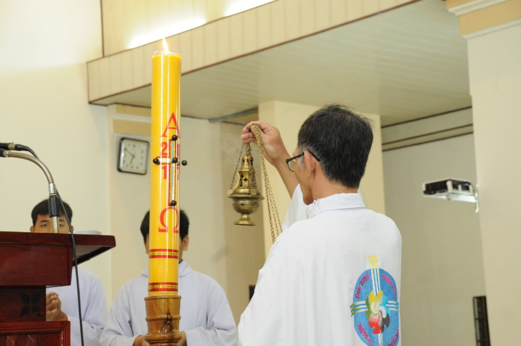 Giáo xứ Đất Đỏ cử hành Canh Thức Vượt Qua và Thánh lễ Vọng Phục Sinh- Mừng Chúa sống lại