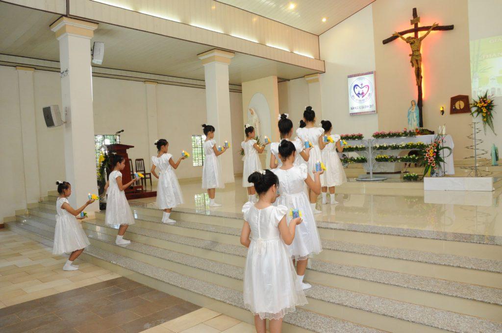Giáo xứ Đất Đỏ khai mạc Tháng Hoa kính Đức Mẹ