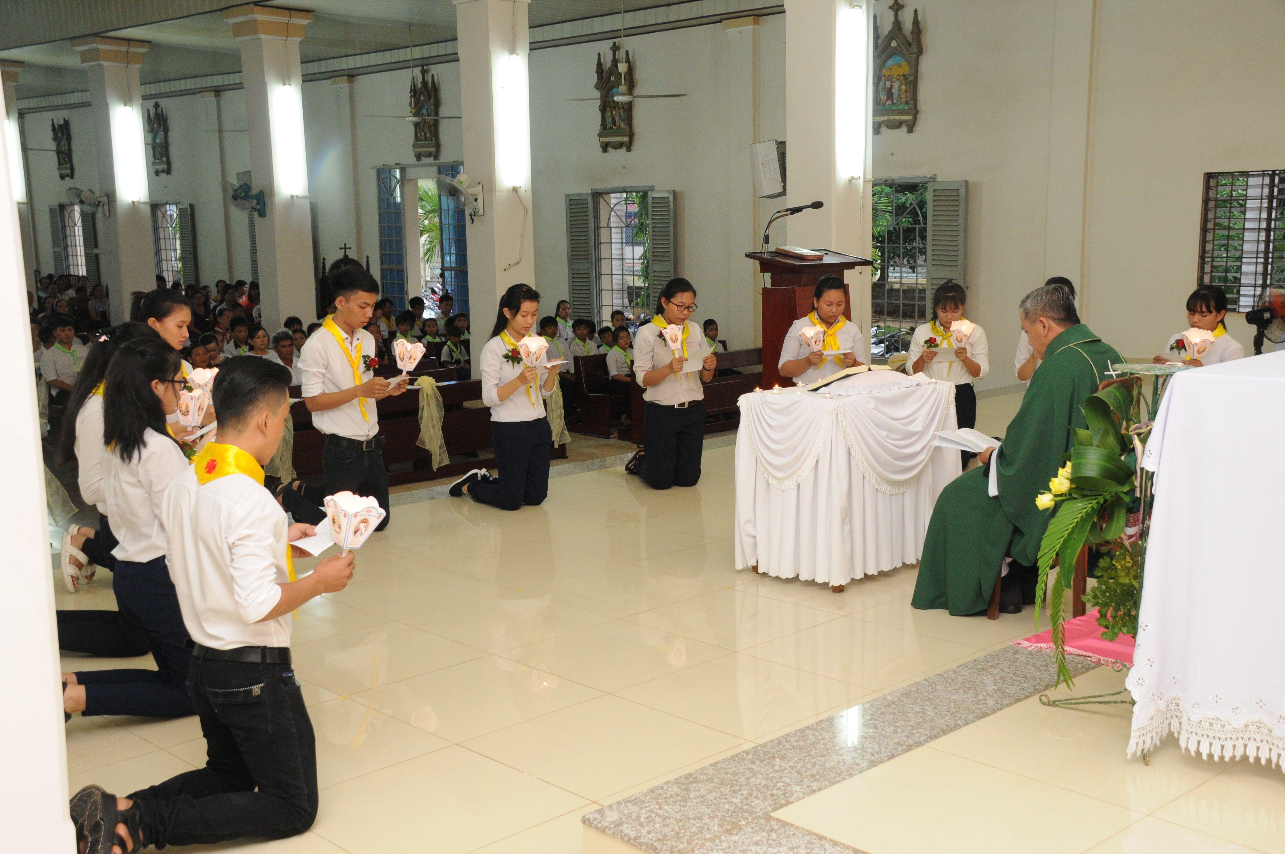 Giáo xứ Đất Đỏ: Thánh lễ Tuyên hứa Bao Đồng và Bế giảng năm học giáo lý 2016-2017